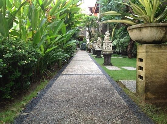 Adhi Jaya Hotel:                   отличное место для семейного отдыха!