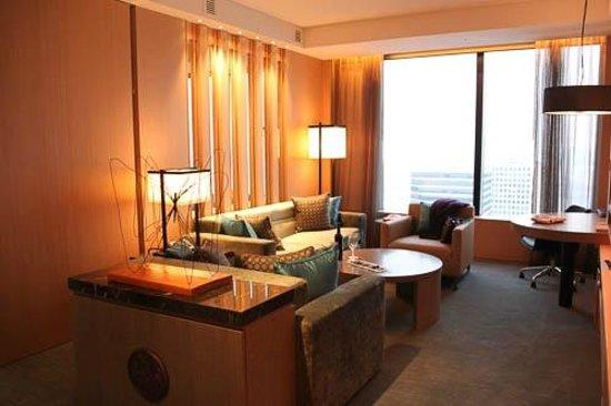 Conrad Seoul:                   Corner Suite Lounge room