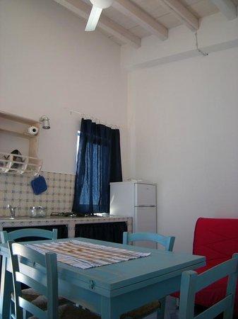 Cucina soggiorno casa Stromboli 2+2 Pax - Bild von Residence Timeo ...