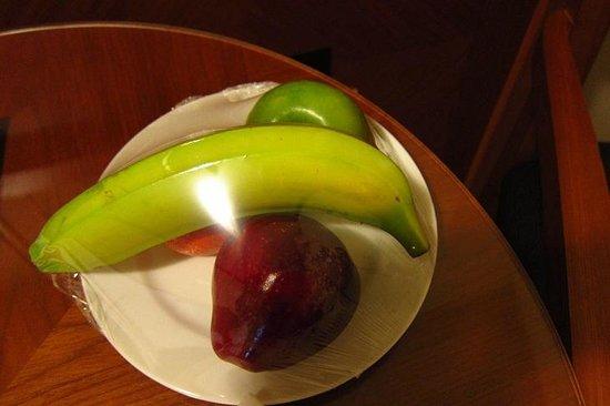 Ramada Hotel Bahrain: Complimentary Fruit plate
