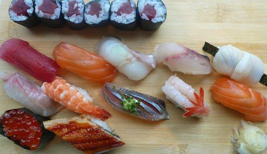 Photo of Japanese Restaurant Le Bar a Sushi at 55 Boulevard Des Batignolles, Paris 75008, France