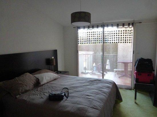 Hotel des Colonnes : chambre
