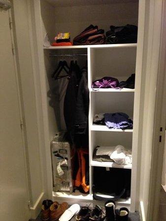 Hotel Le Faucigny:                   wardrobe