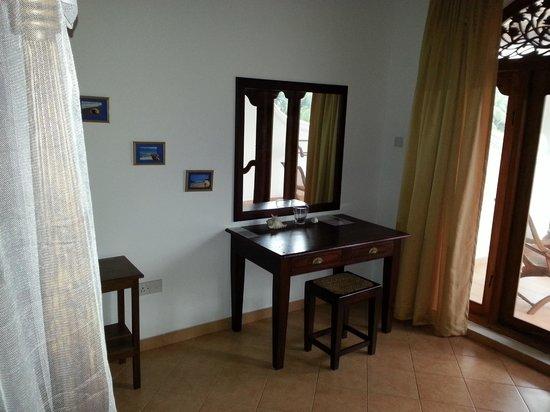 Panchi Villa: Zimmer Schreibtisch
