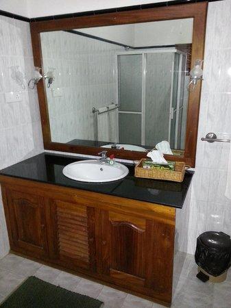 Panchi Villa: Zimmer Bett mit Mositonetz