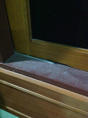 Purnama Beach Resort:                   Dust in the window