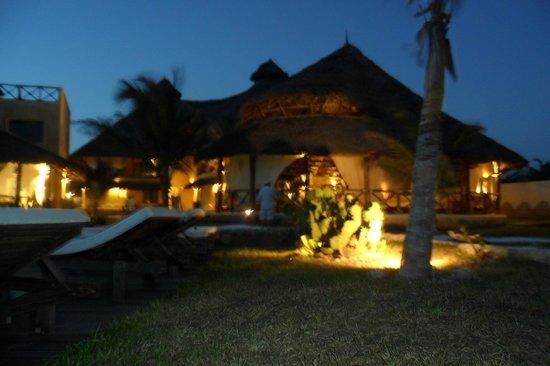 Mawe Resort: il villaggio la sera