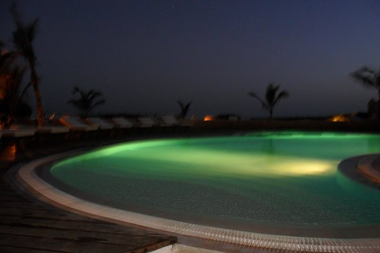 Mawe Resort: la piscina la sera