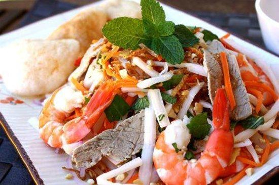 Sea Breeze Restaurant : Lotus salad with shrimps and pork