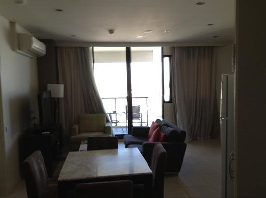 Meriton Serviced Apartments Kent Street:                   living/dining area