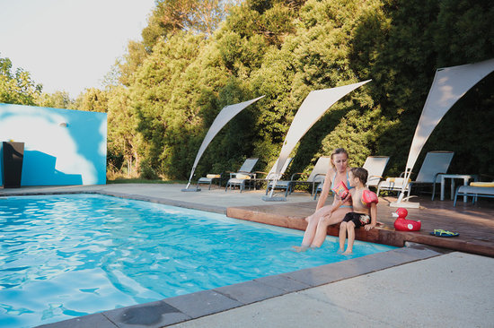Relax on the pool at Bloomestate