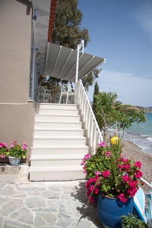 Nelly's Apartments: stairs to the sea