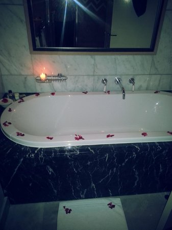 Delaire Graff Estate - Lodges and Spa: Bathtime bliss ...