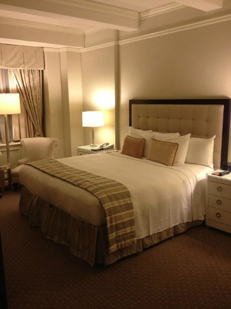Warwick New York Hotel:                   De Luxe Room
