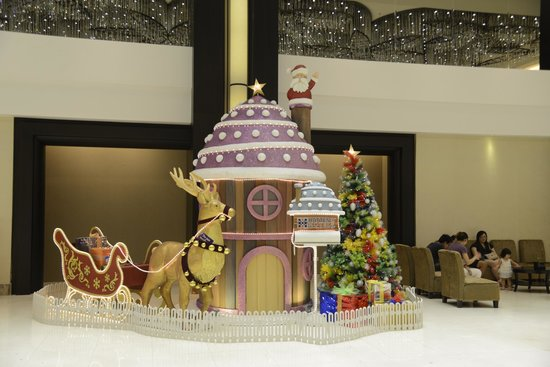 Hatten Hotel Melaka:                   Christmas decor at reception