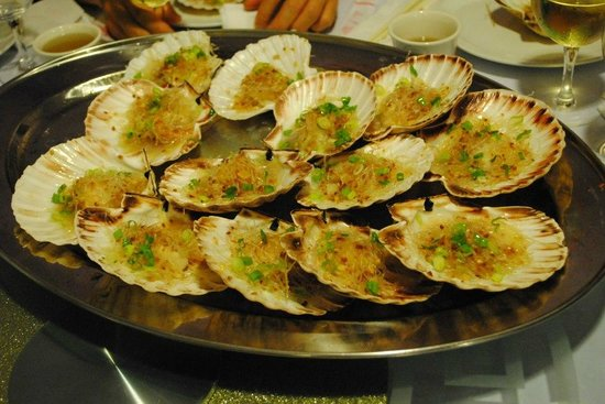 Blue Moon Chinese Restaurant:                   steamed scallops ( highly recommended )