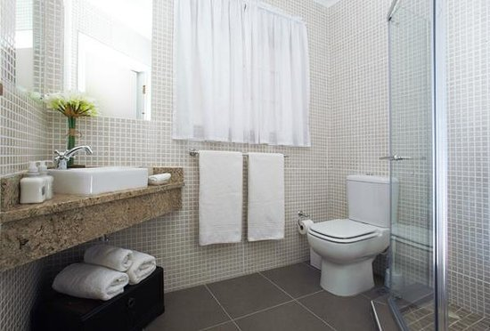 Beachwalk Bed and Breakfast: Typical bathroom