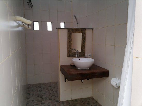 Sandat Bali:                   Shower on 3rd floor