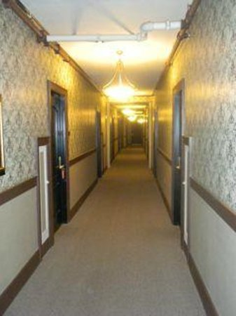 MarQueen Hotel:                   Hallway- did you see the Shining?