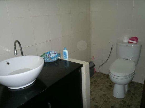Sandat Bali:                   shower