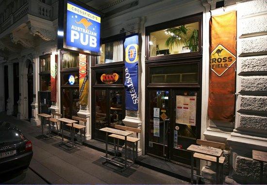 Crossfield's Australian Pub: Aussen