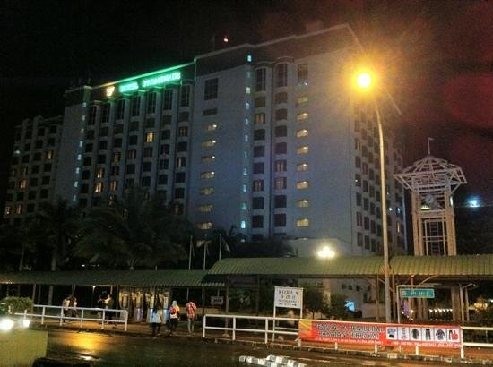 Promenade Hotel: The rear view of the hotel at night
