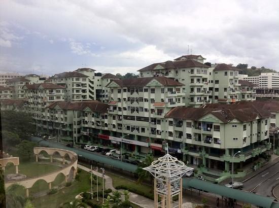 Promenade Hotel: The Api-Api Apartments behind the hotel