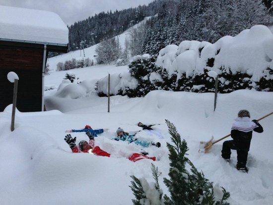 Chalet Morzine Luxury Chalets, Chalet Morzine : Snow angels in the garden