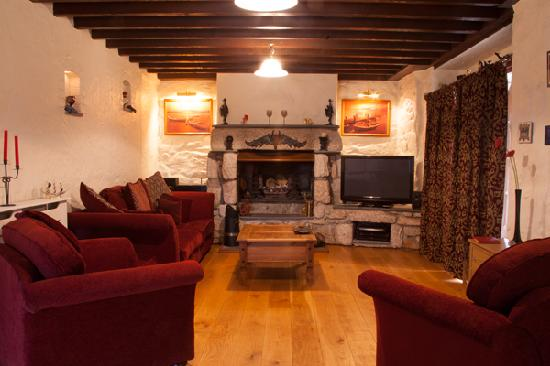 The Cedars B&B: Unwind after a full day enjoying all that Cornwall has to offer by curling up on our big comfort