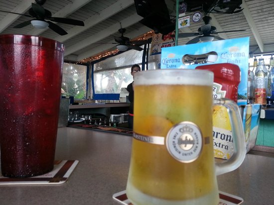 Icabod's Bar and Grille: cold German beer