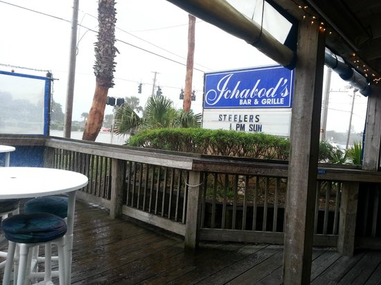 Icabod's Bar and Grille: sit outside - rain or shine