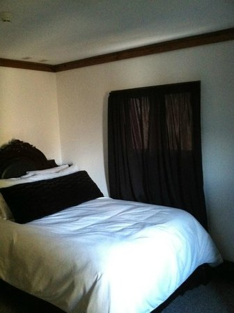 Highline Lodge:                   Bedroom