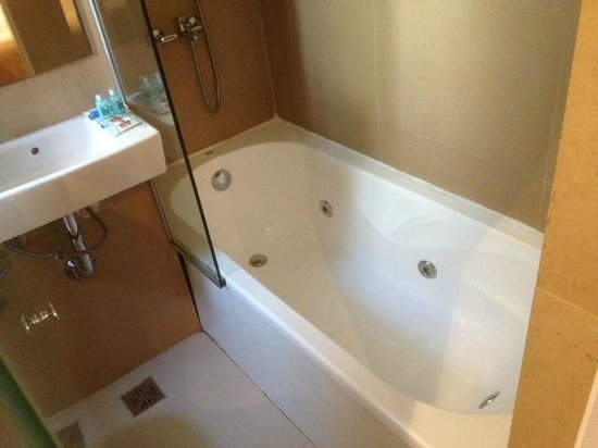 Hotel Comfort Baires: mi cuarto tenia jacuzzi