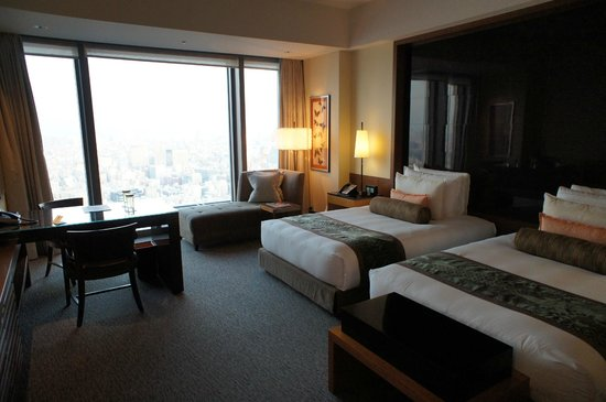 โรงแรมแมนดาริน โอเรียนทอล โตเกียว: スカイツリーは割と近くに見えます。