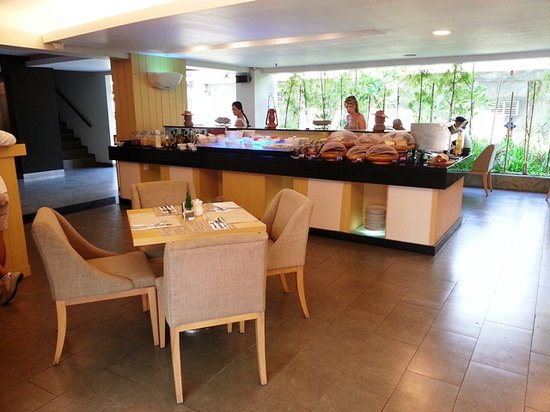 Quest Hotel Kuta:                   Breakfast Area
