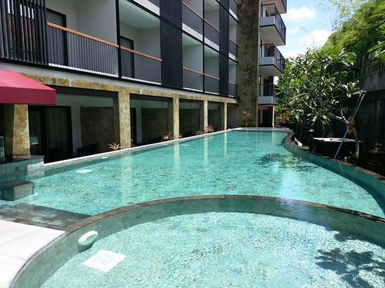 Quest Hotel Kuta:                   Swimming Pool