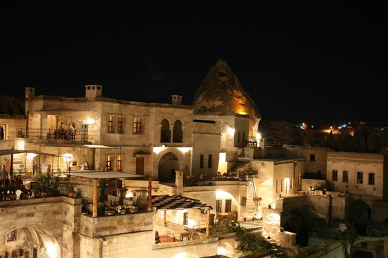Sultan Cave Suites: Hotel Night View