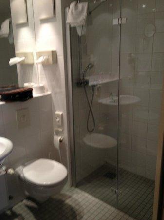 ACHAT Premium Airport-Hannover: łazienka