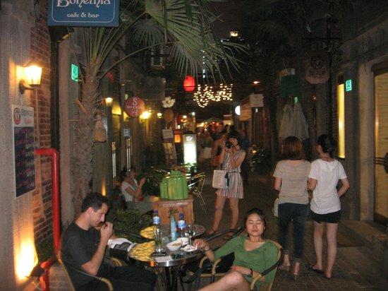 The Longemont Shanghai: locali nelle vie della città vecchia