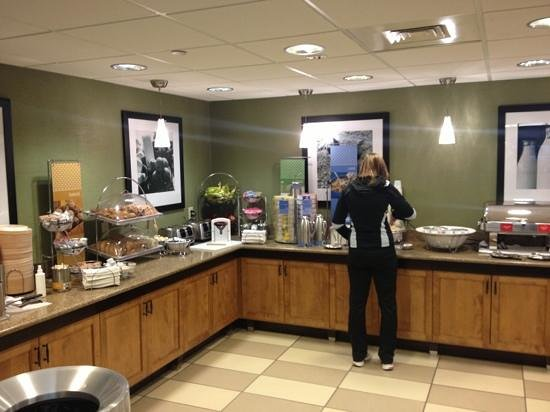 Hampton Inn Hagerstown - I-81: Huge Free breakfast bar!!!