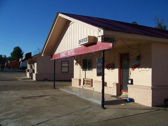 Sunset Motel: Office