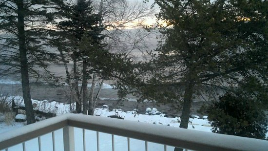 Larsmont Cottages on Lake Superior:                   Stunning view, even in winter!