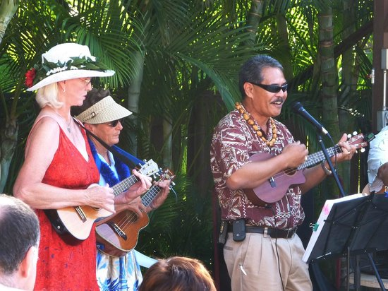 Kamaole Sands:                   Ukulele Players at Mai Tai party