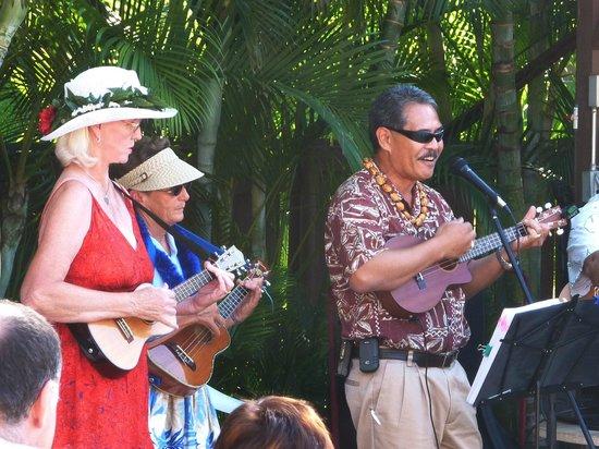 Kamaole Sands :                   Ukulele Players at Mai Tai party