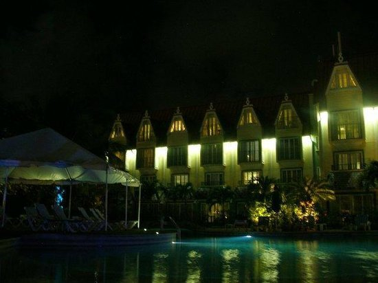 Coco Palm Resort:                   Night View of rooms