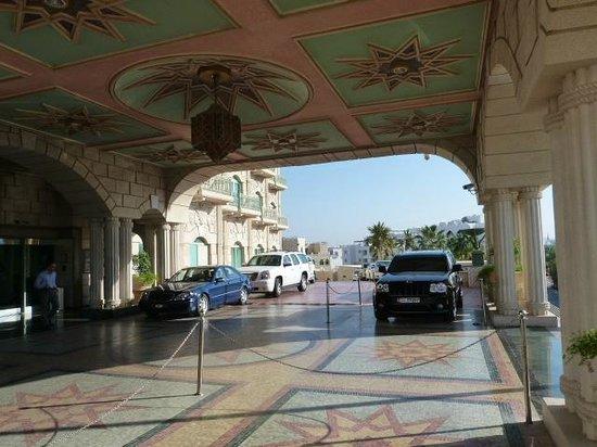 Grand Hyatt Muscat : porche entrée hôtel