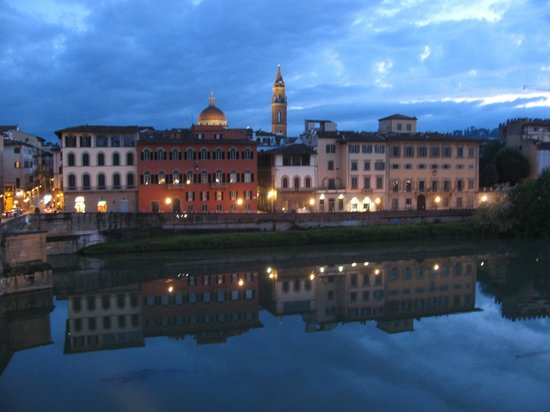Antica Torre di Via Tornabuoni: Early evening view of the Arno and the illuminated city across
