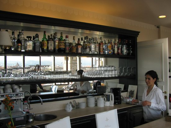 Antica Torre di Via Tornabuoni: The bar on the terrace