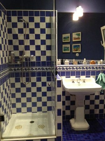BarcelonaBB: blue bathroom
