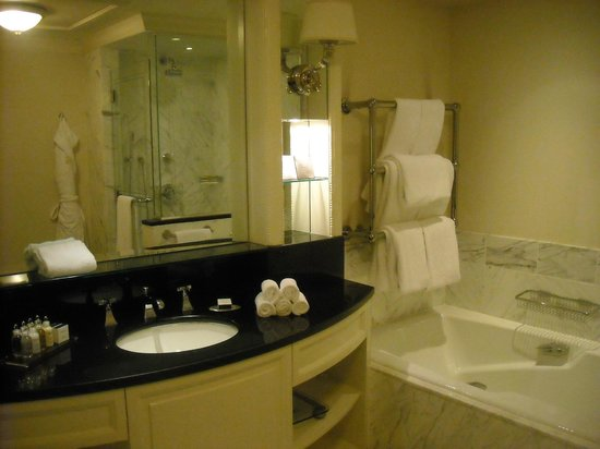 The Shelbourne Dublin, A Renaissance Hotel:                                     Beautiful bathroom with all luxury supplies